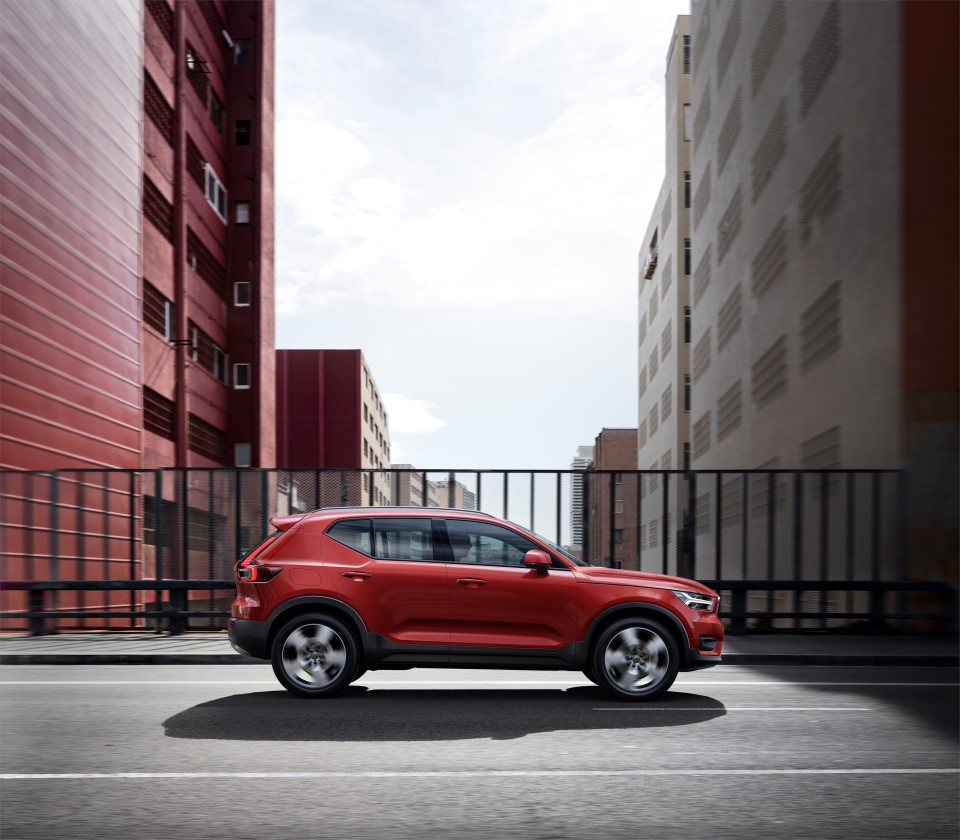 volvo xc40 lease fusion red zijkant leaseaholic. Black Bedroom Furniture Sets. Home Design Ideas